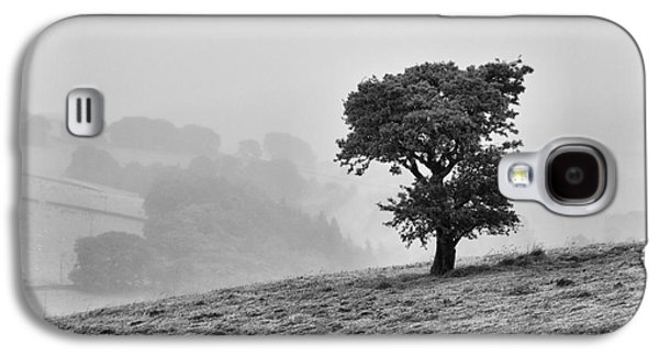 Oak Tree In The Mist. Galaxy S4 Case by Clare Bambers