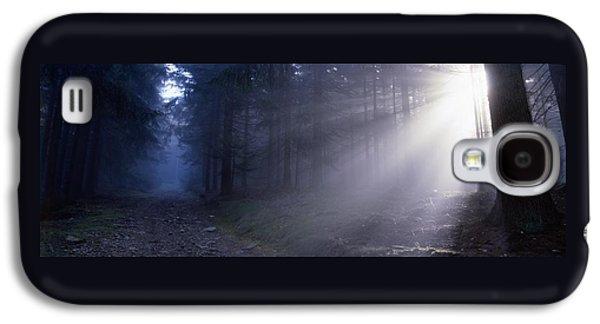 Path Through A Misty Forest Galaxy S4 Case by Ulrich Kunst And Bettina Scheidulin