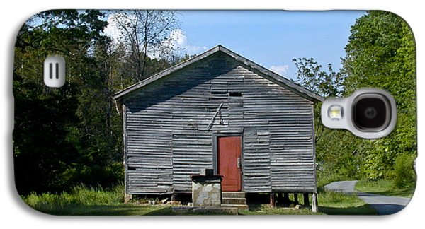 Red Door Of The One Room School House Galaxy S4 Case by Douglas Barnett