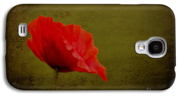 Solitary Poppy. Galaxy S4 Case by Clare Bambers