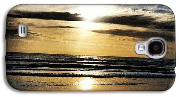 Bright Galaxy S4 Case - Sunrise On The Beach by Lea Ward