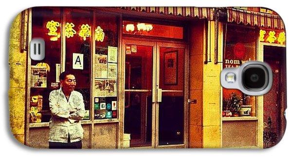 City Galaxy S4 Case - Taking A Break In Chinatown by Luke Kingma