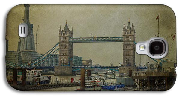 Tower Bridge. Galaxy S4 Case by Clare Bambers