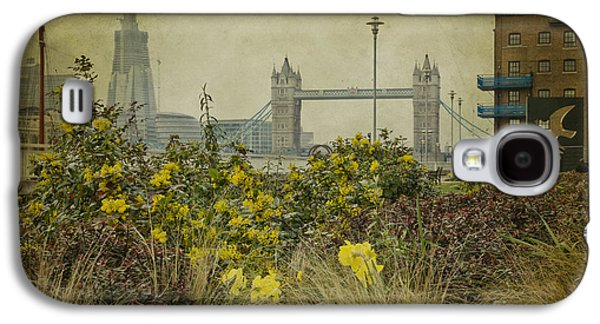 Tower Bridge In Springtime. Galaxy S4 Case by Clare Bambers
