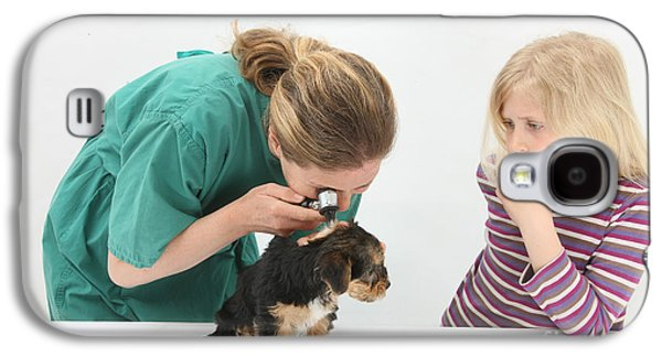 Vet Using An Otoscope To Examine A Pups Galaxy S4 Case by Mark Taylor