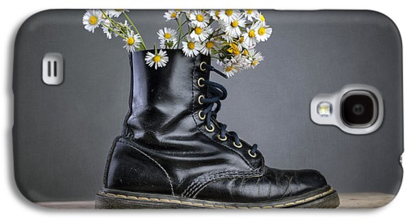 Daisy Galaxy S4 Case - Boots With Daisy Flowers by Nailia Schwarz