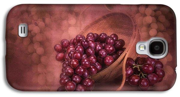 Grapes In Wicker Basket Galaxy S4 Case by Tom Mc Nemar