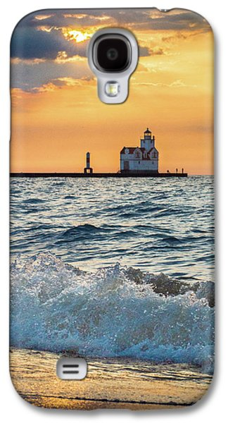 Galaxy S4 Case featuring the photograph Morning Dance On The Beach by Bill Pevlor
