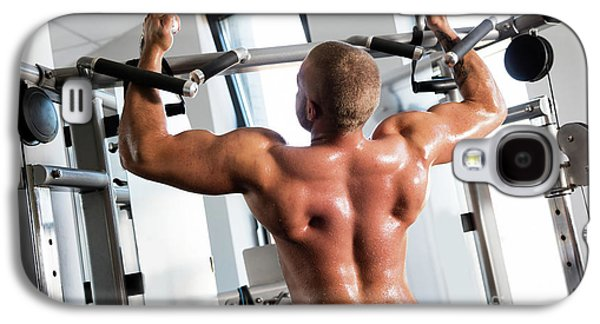 Muscular Strong Man Working Out At A Gym. Galaxy S4 Case