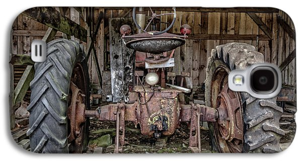 Old Tractor In The Barn Galaxy S4 Case by Edward Fielding