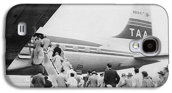 Passengers Boarding Airplane Galaxy S4 Case by Underwood Archives