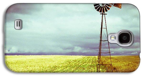 Windmill Against Autumn Sky Galaxy S4 Case by Gordon Wood