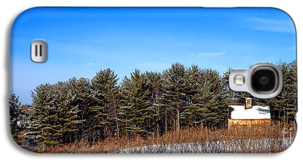 A Barn In The Snow In Maine Galaxy S4 Case by Olivier Le Queinec