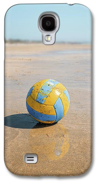 A Volleyball On The Beach Galaxy S4 Case by Carlos Caetano