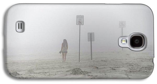 A Walk On A Foggy Beach Galaxy S4 Case by Bill Cannon
