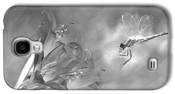 The Dragonfly And The Flower Galaxy S4 Case by Linda Lees