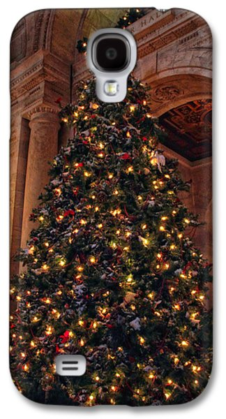 Galaxy S4 Case featuring the photograph Astor Hall Christmas by Jessica Jenney