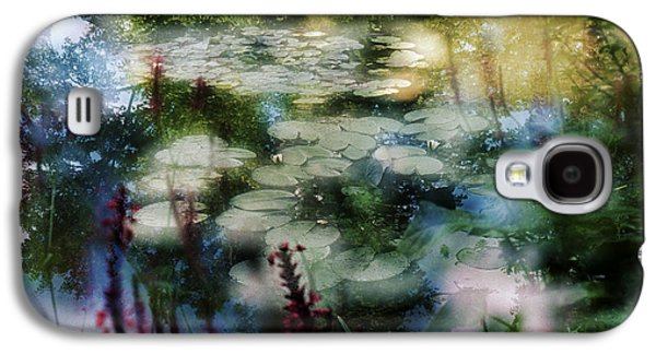 Galaxy S4 Case featuring the photograph At Claude Monet's Water Garden 2 by Dubi Roman