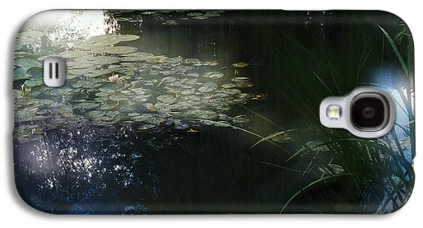 Galaxy S4 Case featuring the photograph At Claude Monet's Water Garden 3 by Dubi Roman