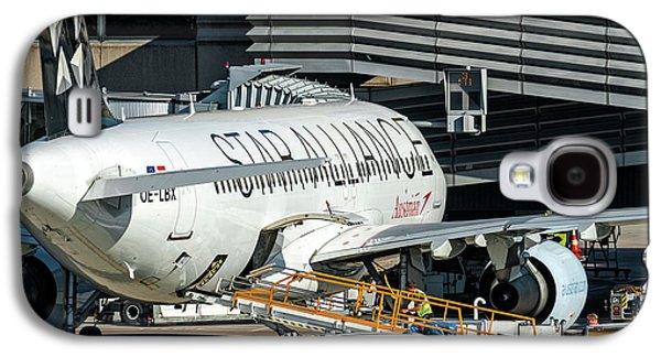 Austrian Star Alliance At Preparation Aircraft Befthe Gate Of Zurich Galaxy S4 Case by Roberto Chiartano