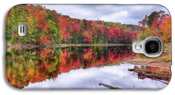 Galaxy S4 Case featuring the photograph Autumn Color At The Pond by David Patterson