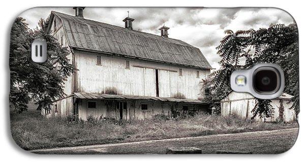 Barn In Black And White Galaxy S4 Case by Tom Mc Nemar