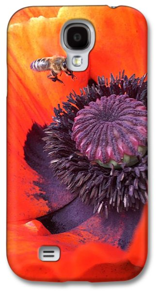 Galaxy S4 Case - Bee Is Visiting A Poppy by Orphelia Aristal