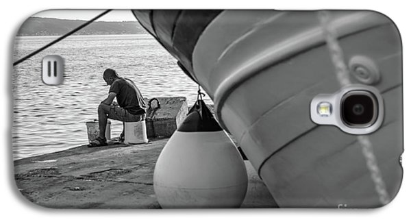 Black And White - Fisherman Cleaning Fish On Docks Of Kastel Gomilica, Split Croatia Galaxy S4 Case