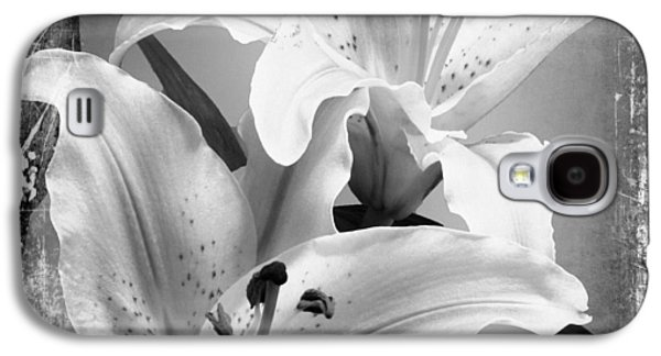 Black And White Grunge Lilies Galaxy S4 Case by Georgiana Romanovna