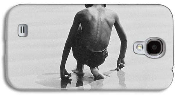 Boy Playing In The Sand At Coney Island Galaxy S4 Case by Nat Herz