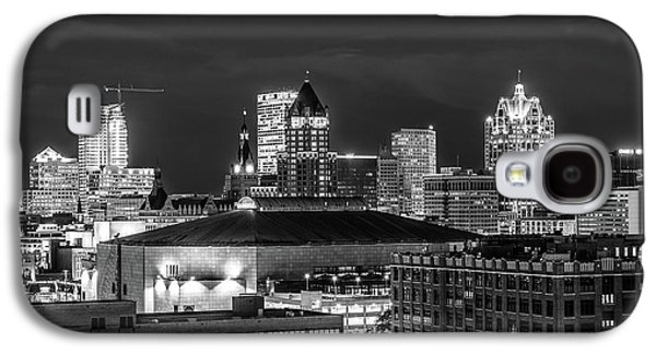Galaxy S4 Case featuring the photograph Brew City At Night by Randy Scherkenbach