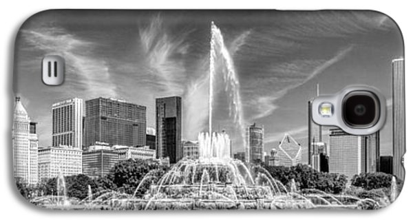 Buckingham Fountain Skyline Panorama Black And White Galaxy S4 Case by Christopher Arndt