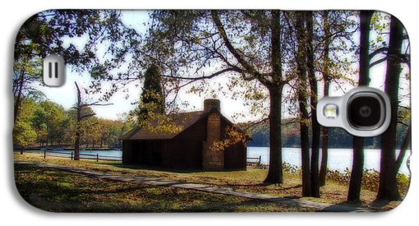 Cabin By The Lake Galaxy S4 Case by Sandy Keeton