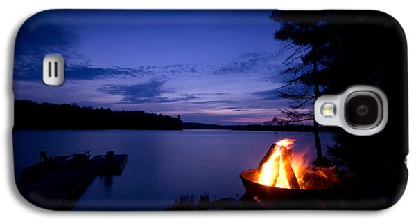 Evening Scenes Photographs Galaxy S4 Cases - Campfire Galaxy S4 Case by Cale Best