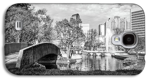 Charlotte Marshall Park Black And White Photo Galaxy S4 Case by Paul Velgos