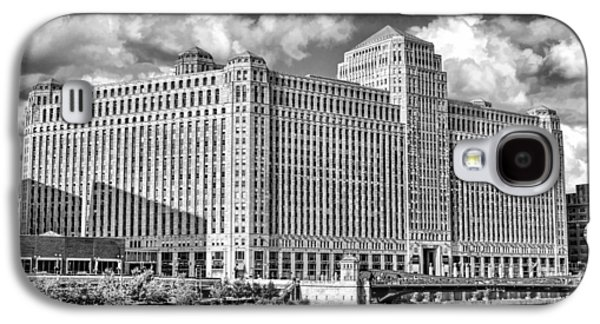 Galaxy S4 Case featuring the photograph Chicago Merchandise Mart Black And White by Christopher Arndt