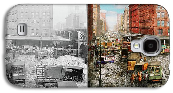 City - New York Ny - Stuck In A Rut 1920 - Side By Side Galaxy S4 Case by Mike Savad