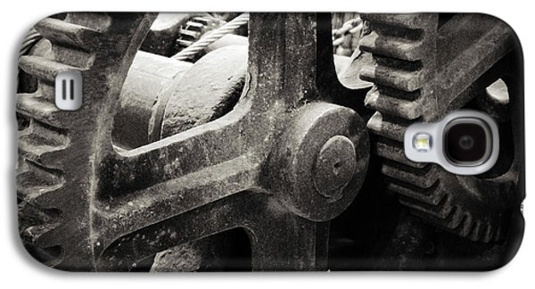 Cogs 2 Galaxy S4 Case by Les Cunliffe