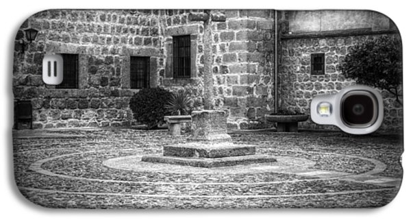 Courtyard At Convent Of The Incarnation Bw Galaxy S4 Case