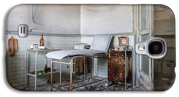 Creepy Exammination Room - Abandoned School Building Galaxy S4 Case by Dirk Ercken