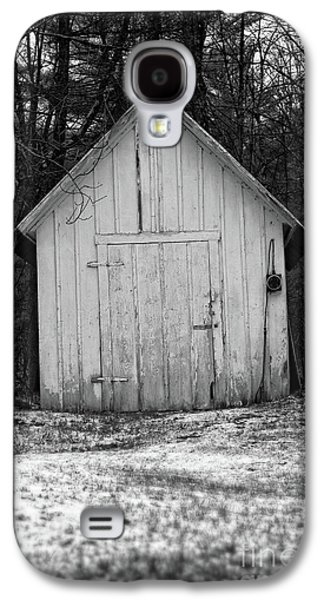 Creepy Old Shed In The Cemetary Galaxy S4 Case by Edward Fielding