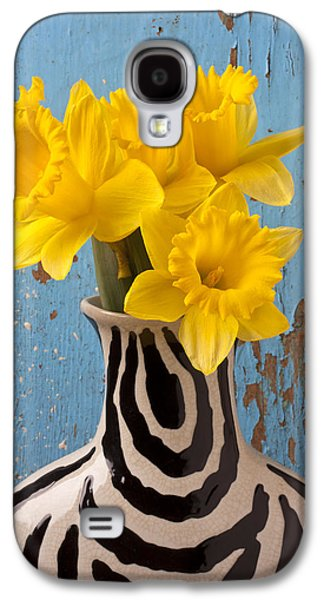 Daffodils In Wide Striped Vase Galaxy S4 Case by Garry Gay