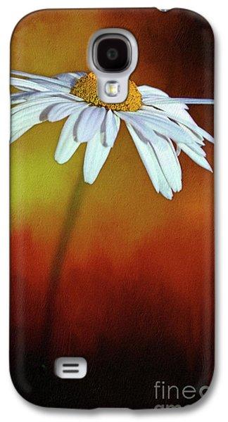 Daisy On Heat By Kaye Menner Galaxy S4 Case by Kaye Menner