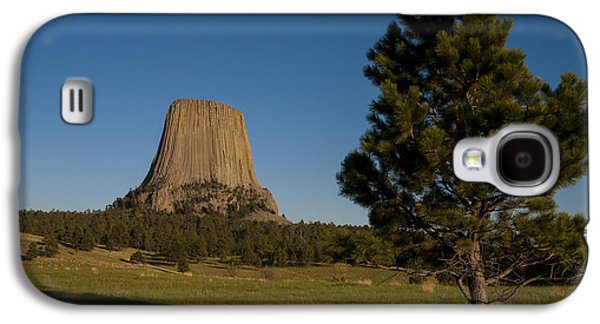 Galaxy S4 Case featuring the photograph Devil's Tower by Gary Lengyel