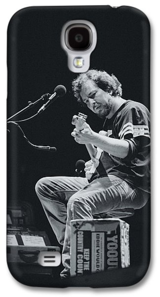 Pearl Jam Galaxy S4 Case - Eddie Vedder Playing Live by Marco Oliveira
