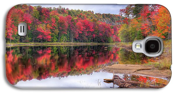 Galaxy S4 Case featuring the photograph Fall Color At The Pond by David Patterson
