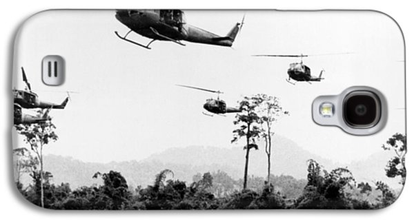 Flight Of Uh-1 Troopships Galaxy S4 Case by Underwood Archives