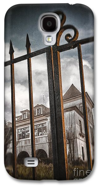 Gate To Haunted House Galaxy S4 Case by Carlos Caetano