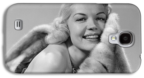 Glamorous Woman With Fur, C.1950s Galaxy S4 Case by Debrocke/ClassicStock