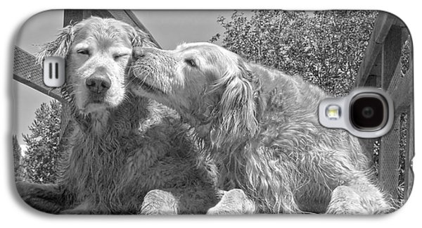 Golden Retrievers The Kiss Black And White Galaxy S4 Case